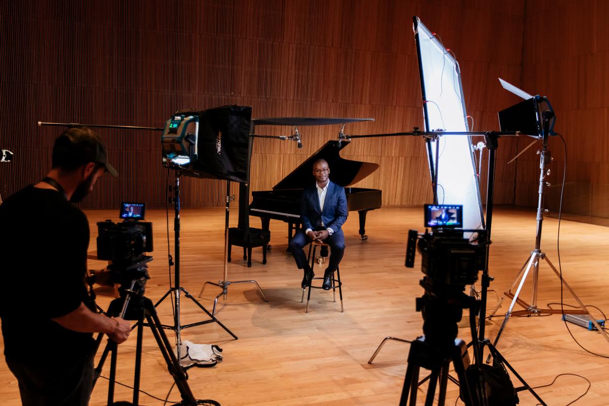 Kossa Productions - Réalisation et montage de film entreprise Agence production audiovisuelle - Demarre 01